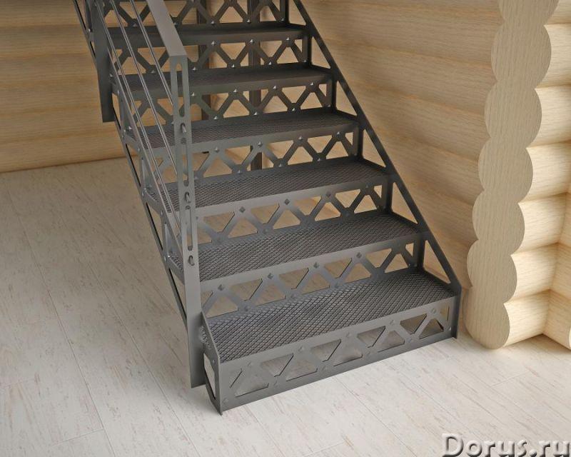 Лестница на резных косоурах - Дизайн и архитектура - Лестница на резных косоурах с металлическими ст..., фото 1